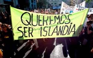 Jovenes-manifestacion-Valencia-pancarta-apoyo-Islandia
